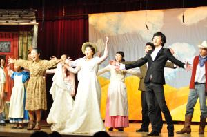 Geena Huh, Thomas Youn, and the cast of the fall musical perform the final song Oklahoma.